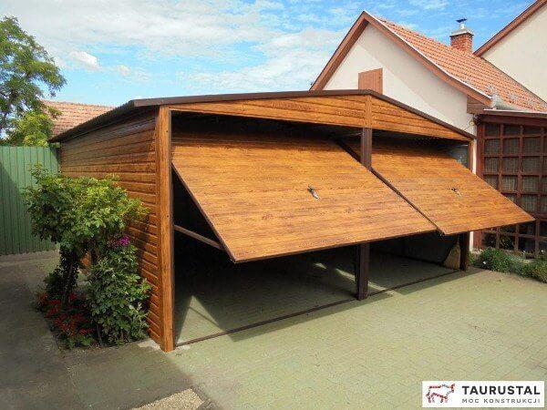 Podwójny garaż drewnopodobny